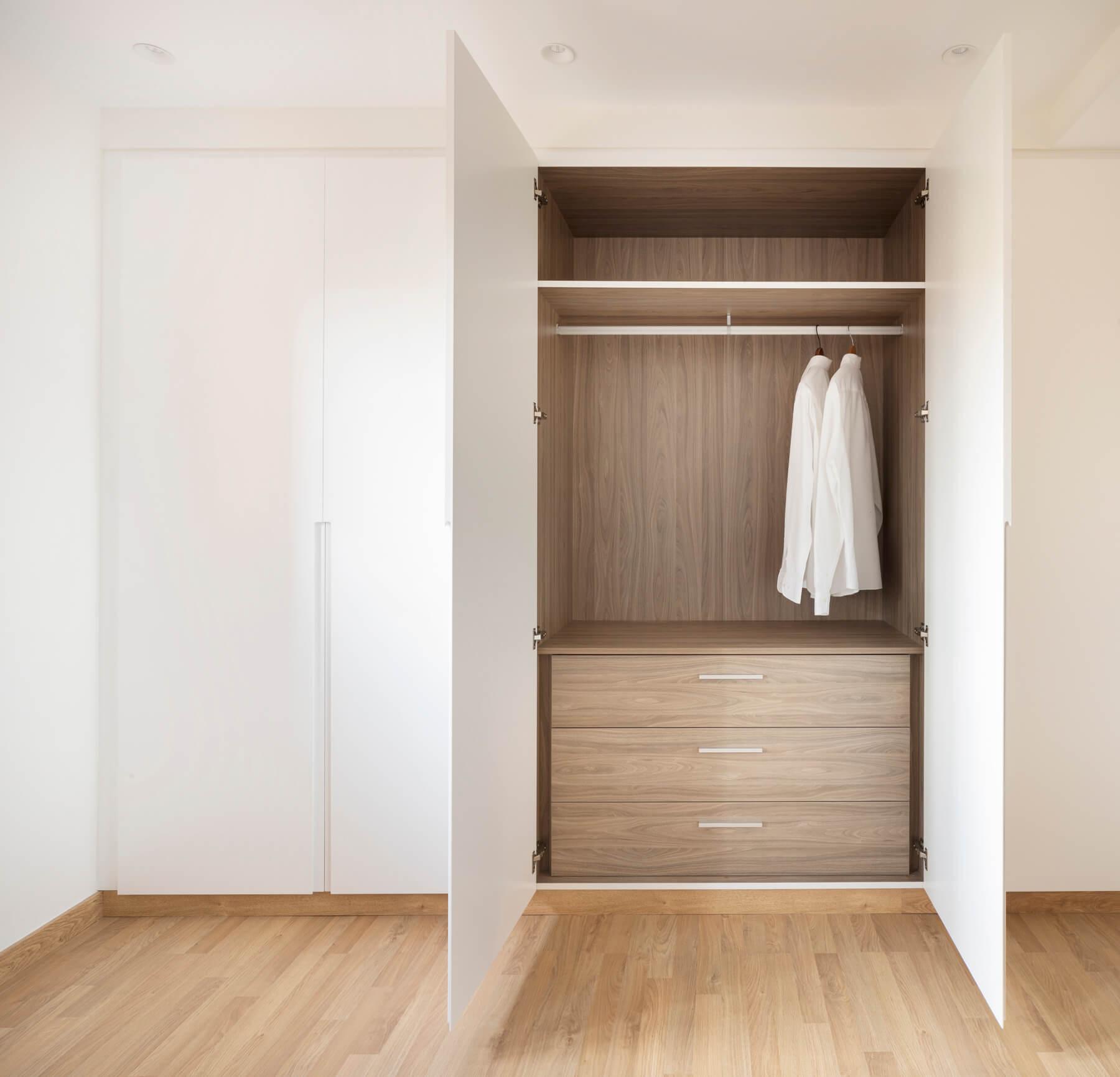 Interior armarios con cajonera.